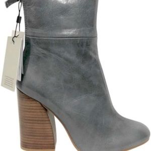 Grey Zara booties with a zipper size 37